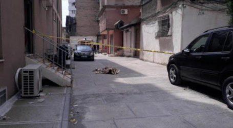 Tiranë/ Bie aksidentalisht nga kati i katërt, 54-vjeçari vdes në vend