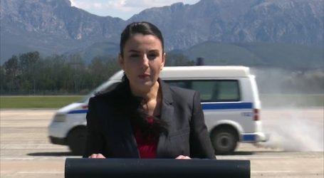 VIDEO/ Ups! Ishte Live para kamerave, por furgoni i policisë e 'mbyt' me tym ministren Balluku