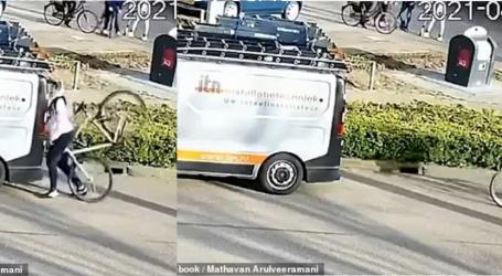 VIDEO/ Llauuu…! Qeshni pak dhe mësoni nga idiotësia e këtij biçiklisti me smartfon