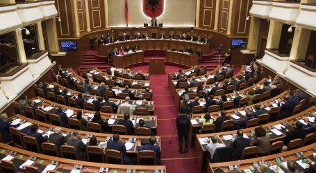 Rikthehet Kuvendi pas zgjedhjeve, seanca e parë më 4 maj, në rend dite 12 dekrete për kthim ligji të Presidentit Meta