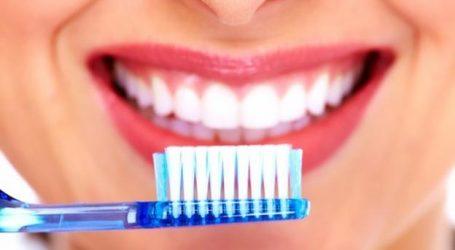 Gabimi që bën shumica kur lan dhëmbët