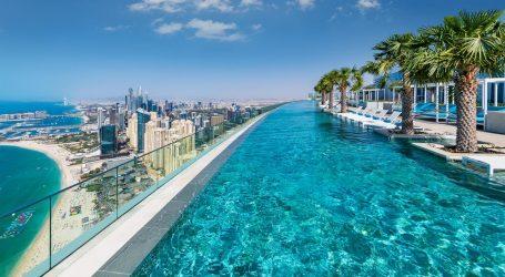 Një pishinë 'mes reve'/ Njihuni me çmendurinë më të fundit të luksit që është ndërtuar në Dubai