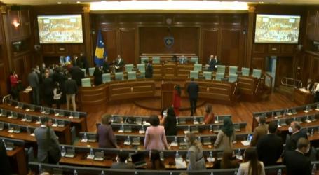 VIDEO/Sherr mes deputetëve në Parlamentin e Kosovës