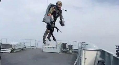 FOTO-VIDEO/'Një marins fluturues'…Marina Britanike teston kostumin 'e superheroit'