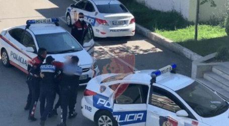 Plagoset me thikë punonjësi i policisë Bashkiake në Berat, pranga 55-vjeçarit